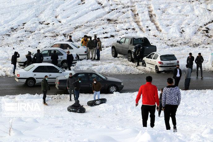 شادی بارش برف در ارومیه
